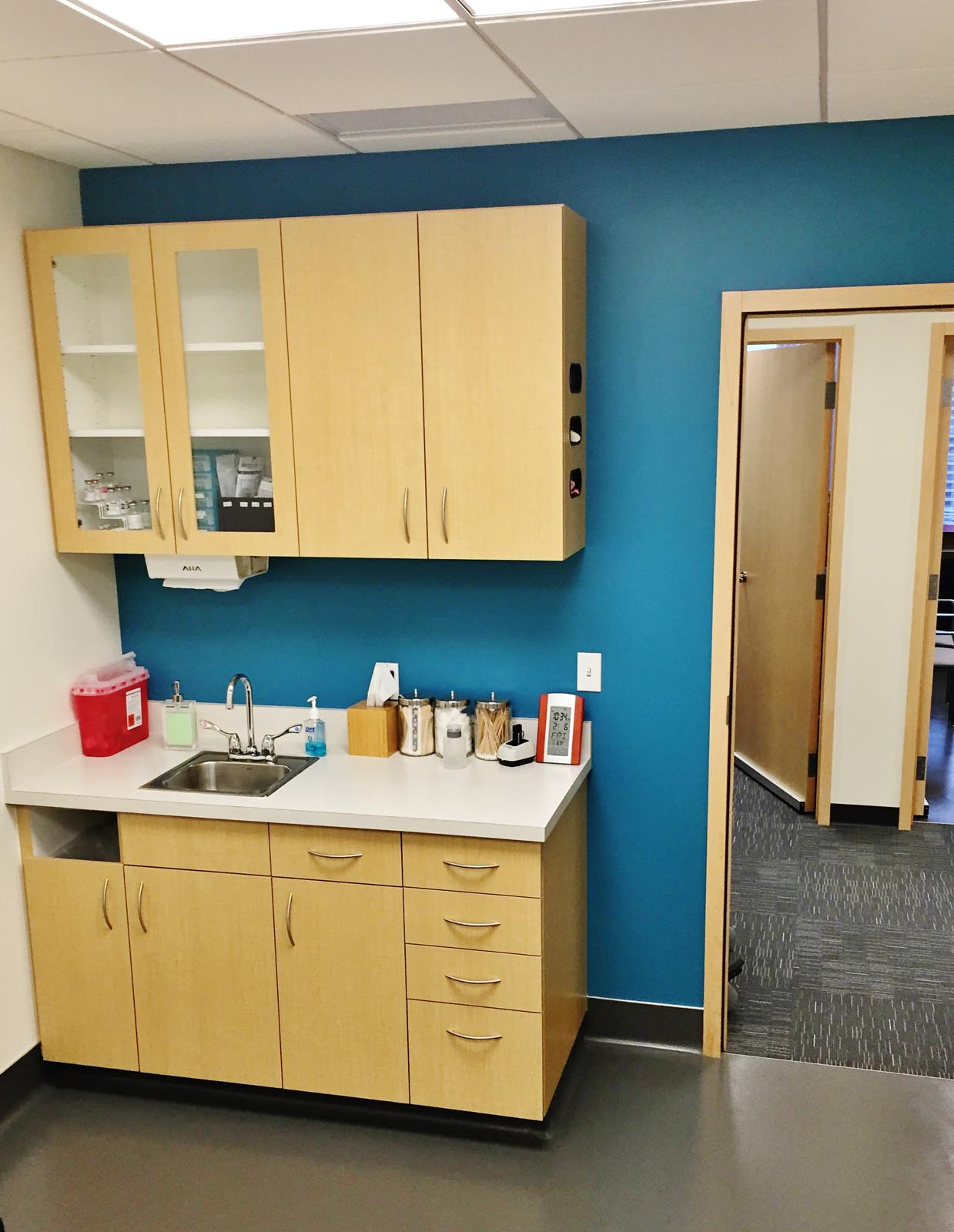 Daniel Frank MD sink and exam room