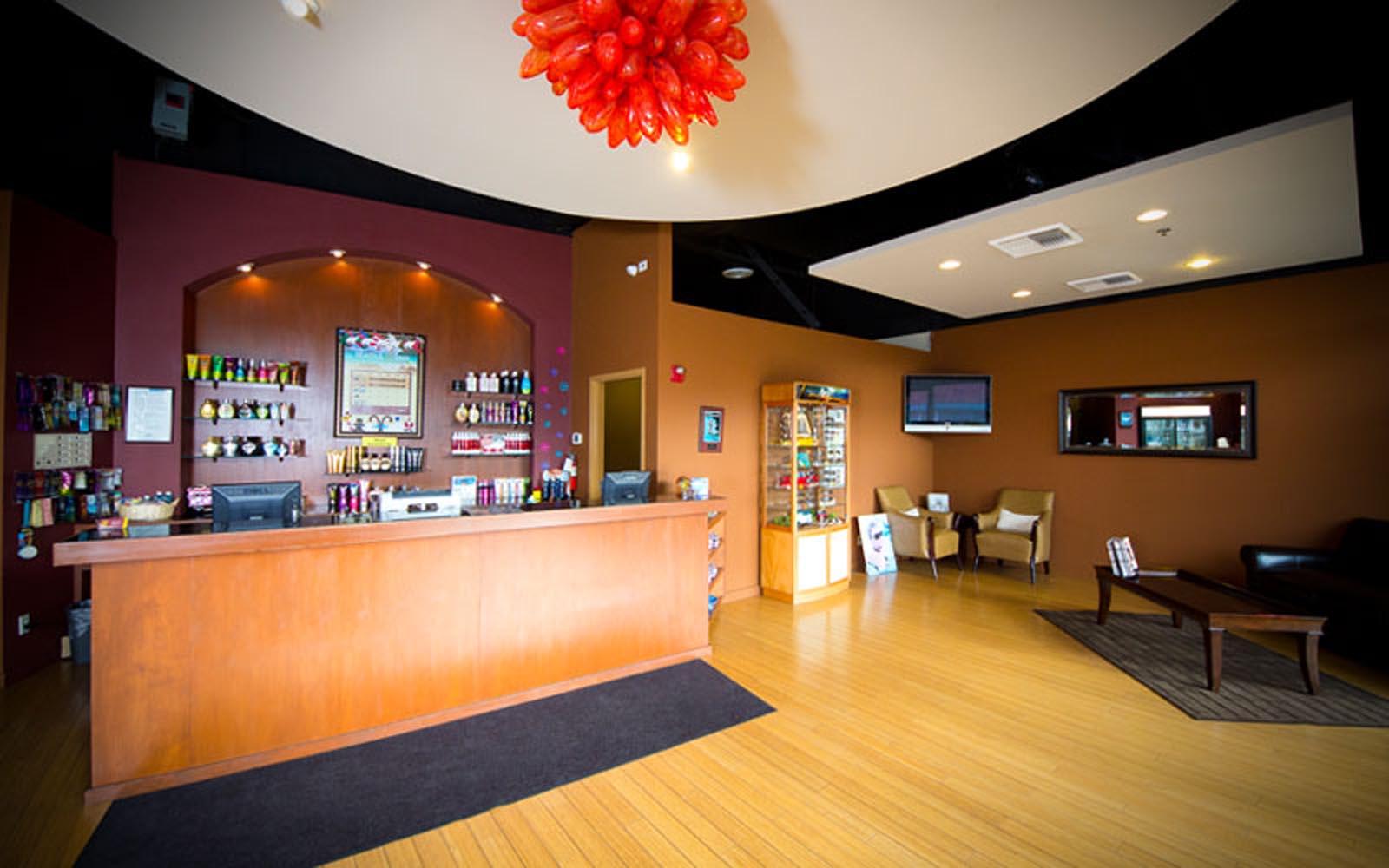 Seattle SunTan Redmond desk and seating area