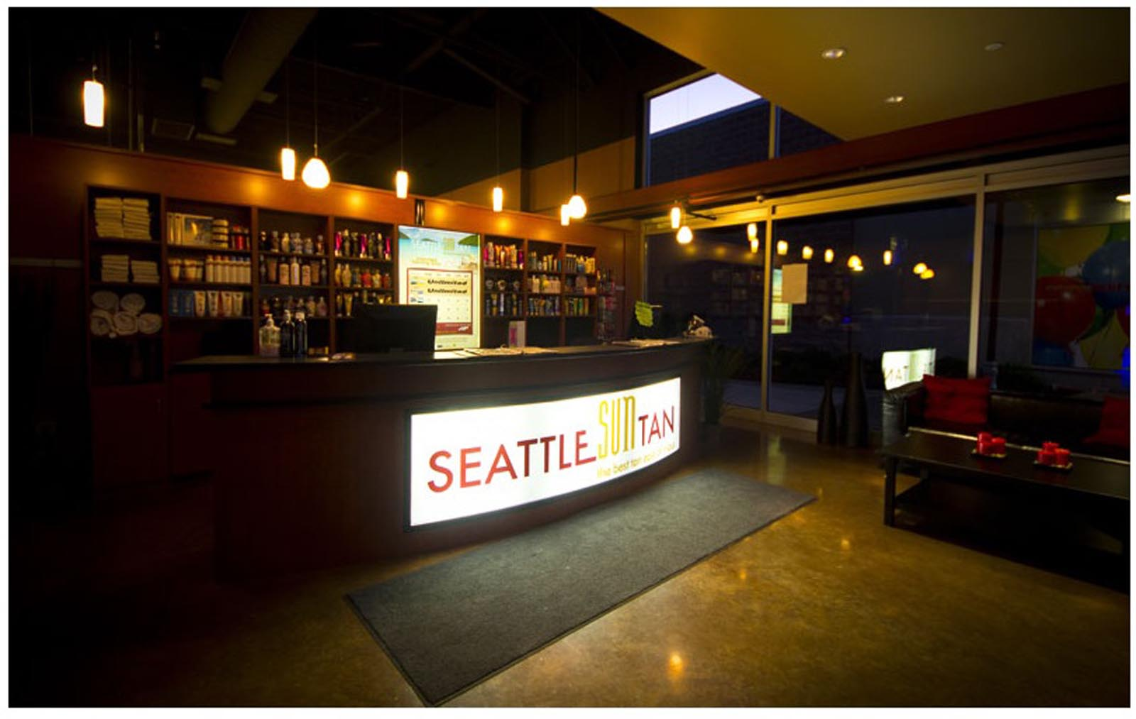 Seattle SunTan Renton front desk and waiting area